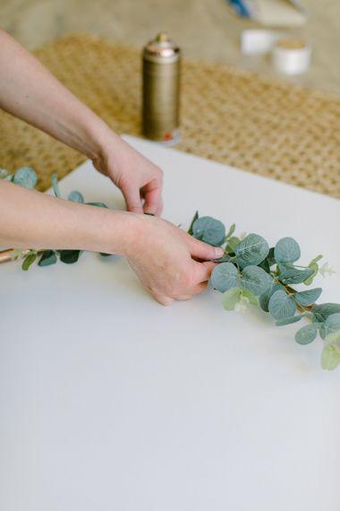 Budget Wedding Ideas | DIY Hula Hoop Table Plan | Rose Gold Spray Painted Hula Hoop with Eucalyptus and Greenery