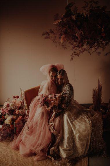 在婚礼上的婚礼上还有粉色的婚纱和粉色的礼服