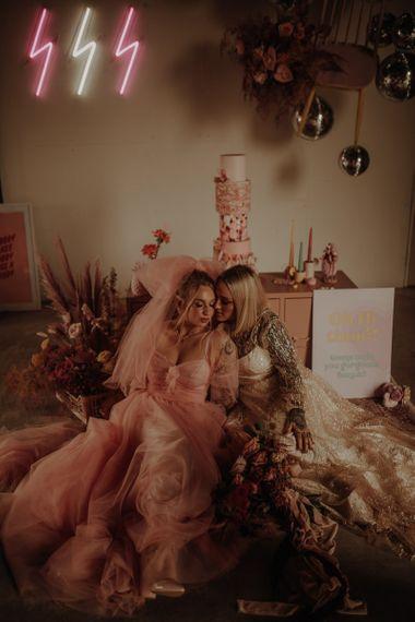 在粉红婚纱上穿着粉色裙子的裙子