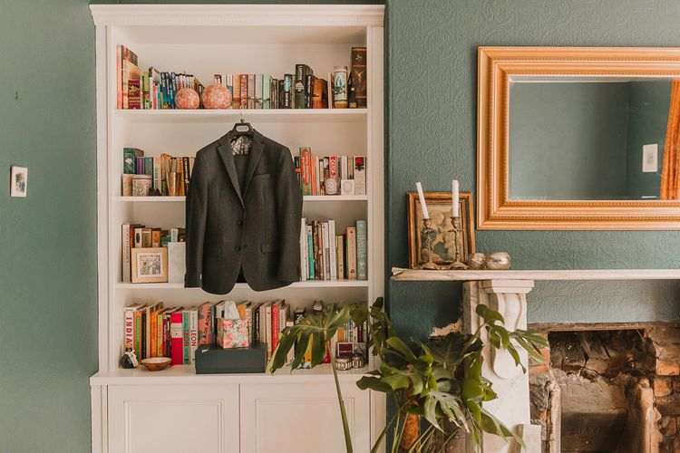 Navy Suit Jacket For Groom / Image By Lianne Gray Photography