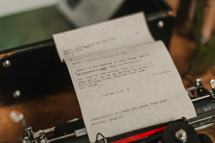 Vintage Typewriter Wedding Decor / Image By Lianne Gray Photography