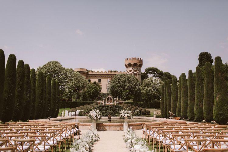 在巴塞罗那城堡地点的惊人的婚礼