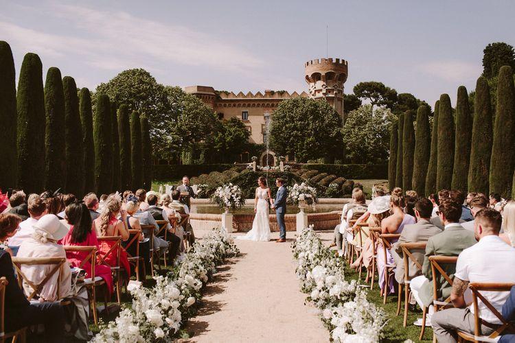 西班牙城堡地点的令人惊叹的户外仪式