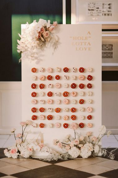在西班牙婚礼的甜甜圈墙壁