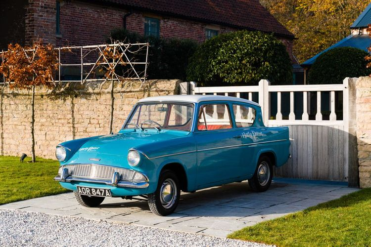 Ford Anglia Harry Potter Wedding Car
