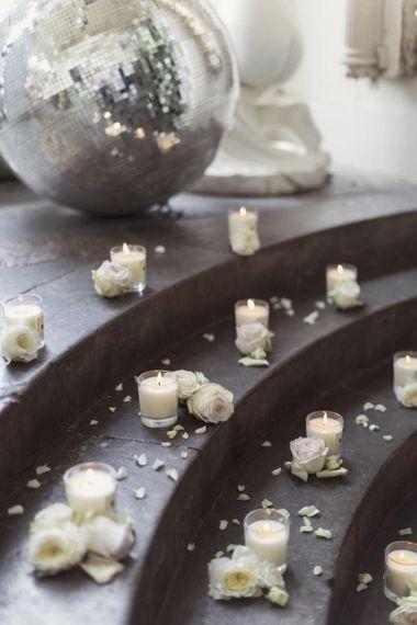 Jo Malone蜡烛和白玫瑰装饰
