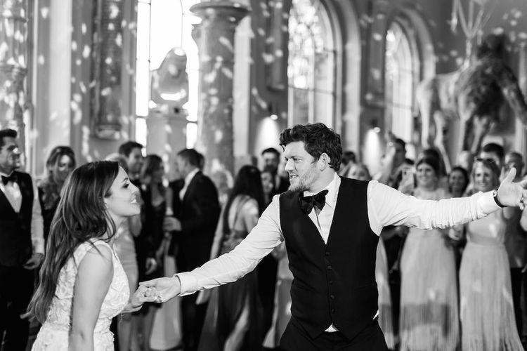 新娘和新郎第一舞蹈穿着Zuhair Murad连衣裙