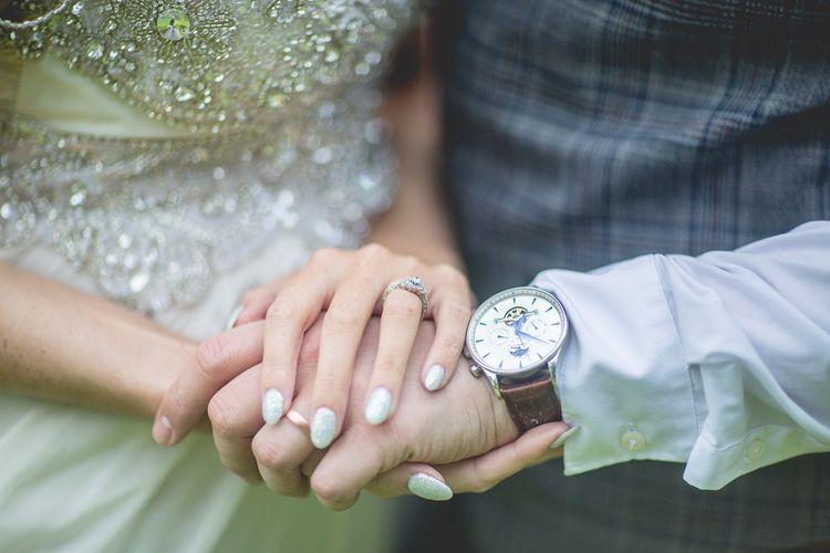 Silver wedding nails for bride