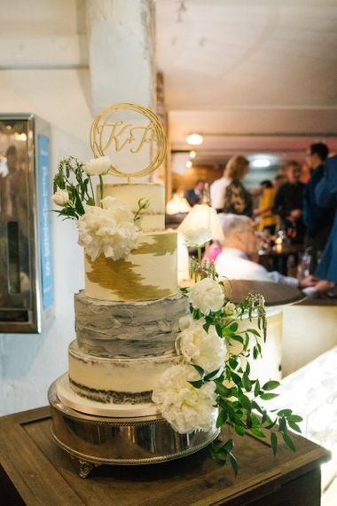 Wedding cake with cake topper in gold