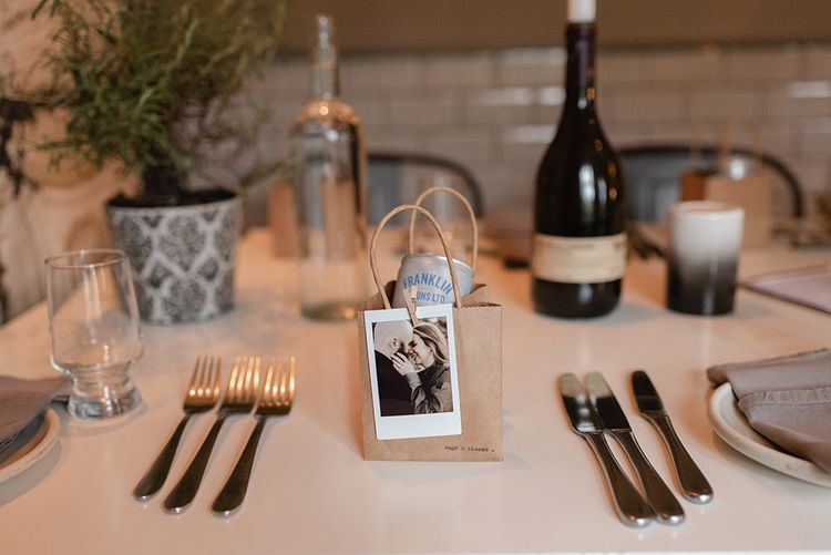 Wedding place setting with favour