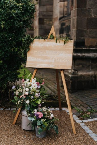 DIY wedding decor wooden signs with flowers