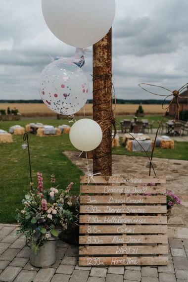 Order of the day DIY wedding decor with wedding balloons