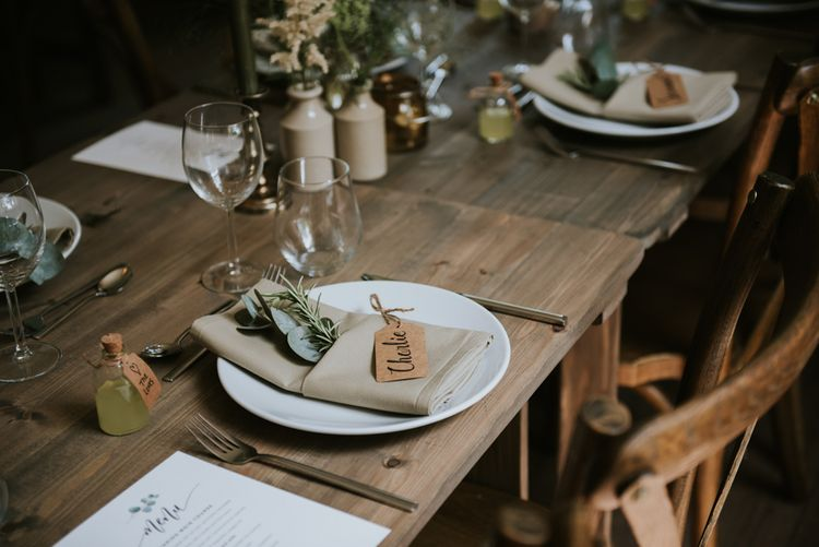 Place setting with luggage tag place setting