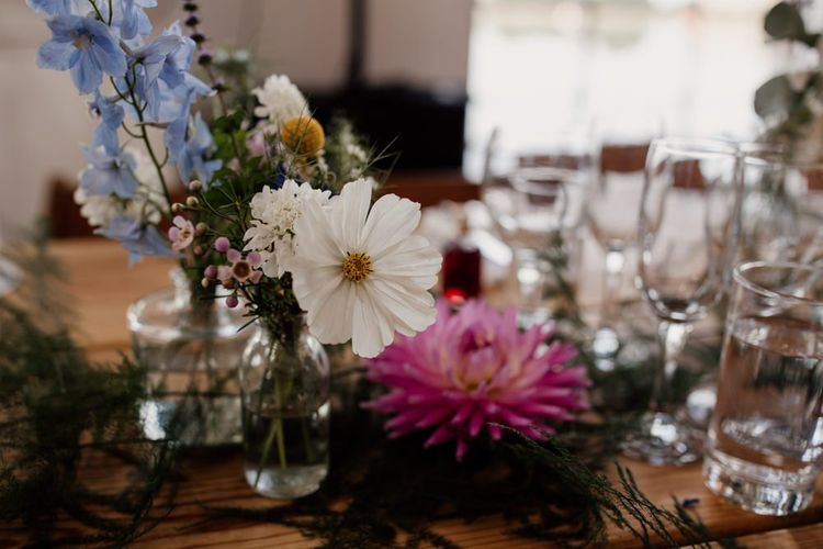 Colourful floral decor for relaxed and rustic styling