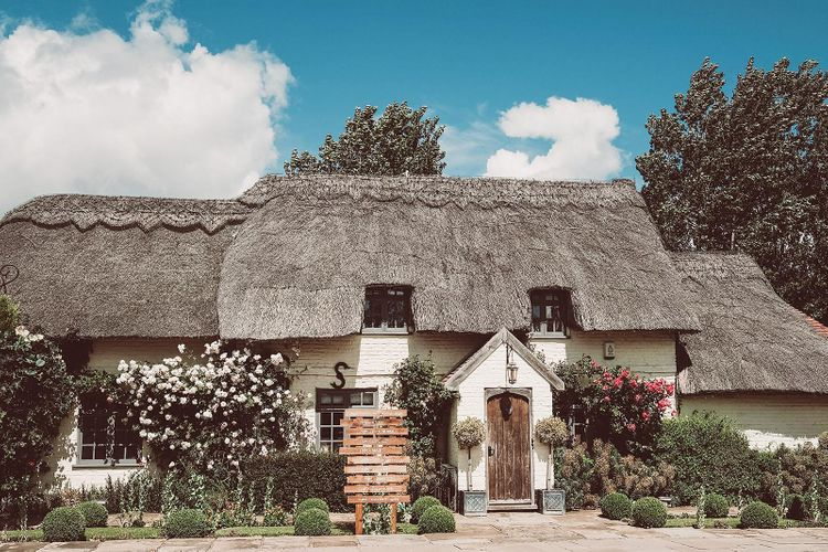 Thatched Country House Wedding Venue
