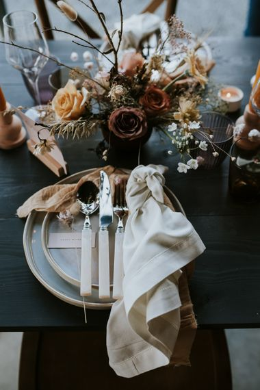 Place Setting with Dried Flowers Floral Centrepiece Decor