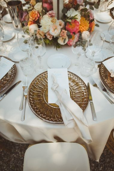 Place setting with charger plates and napkins