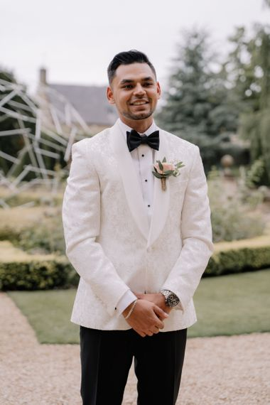 Groom in white dinner jacket