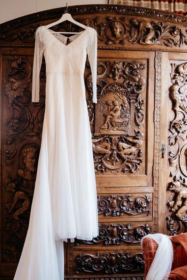 Sole Alonso Feather Trim Wedding Dress | Sara Lobla Photography | Un Par de Medias Film