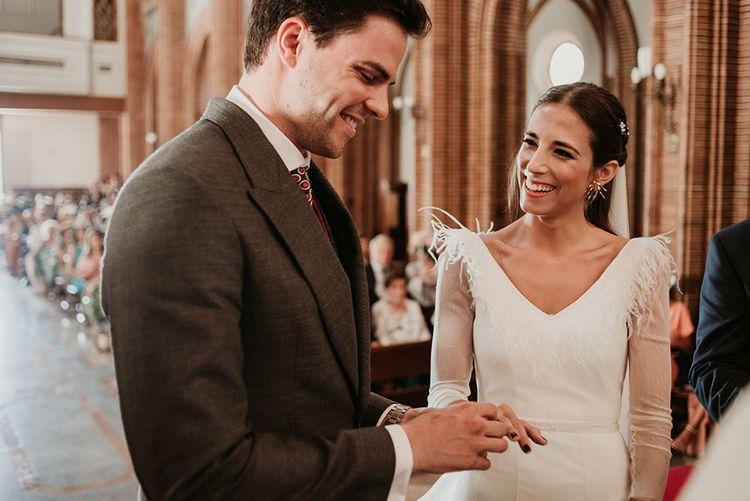 Wedding Ceremony | Bride in Sole Alonso Feather Trim Wedding Dress | Groom in Morning Suit | Malaga Destination Wedding | Sara Lobla Photography | Un Par de Medias Film