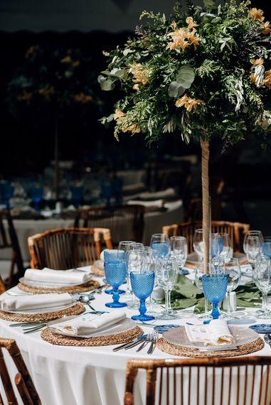 Blue Goblets Reception Decor | Malaga Destination Wedding | Sara Lobla Photography | Un Par de Medias Film
