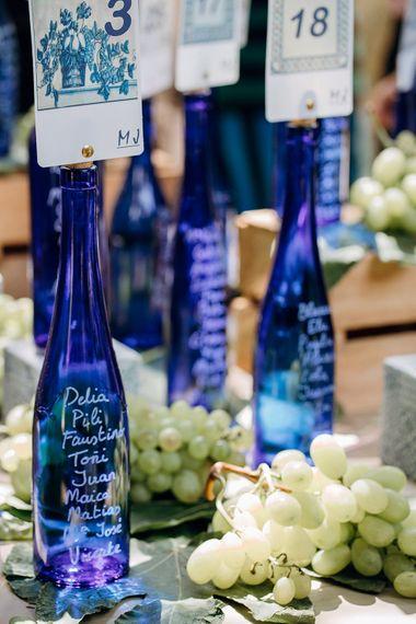 Blue Bottle Table Plan Wedding Decor | Malaga Destination Wedding | Sara Lobla Photography | Un Par de Medias Film