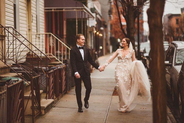 在新郎新娘的新娘身上,新郎