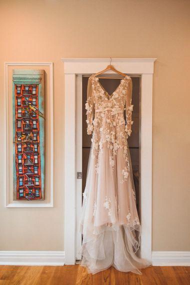 圣诞礼服的婚纱在婚礼上