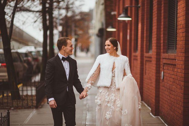 新娘穿着礼服穿着礼服