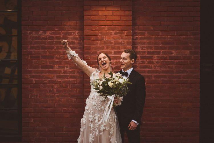 在新娘婚礼上的礼服