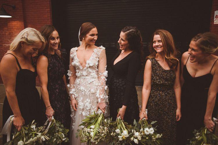 在新娘新娘礼服上,穿着礼服和礼服搭配礼服