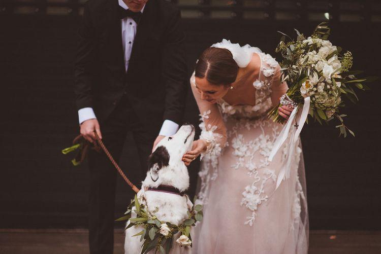 在她的孙女的婚礼上,穿着玛丽·巴娃