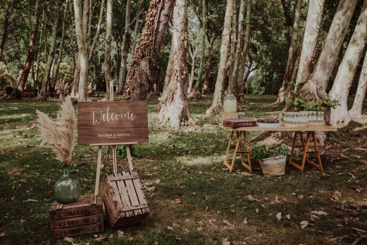 Wooden Welcome Sign & Drinks Station Wedding Decor | Woodland Wedding at Sa Farinera de Sant LLuis Wedding Venue, Catalan Empordà, Spain | Planned & Styled by Mille Papillons | HUMà06 Photography | HUMà06 Photography