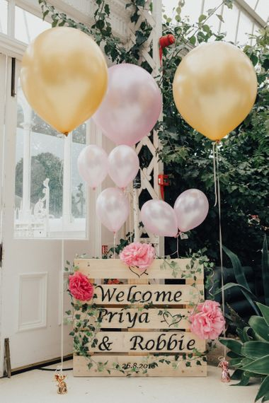 Wooden Pallet Welcome Sign with Balloon Decor