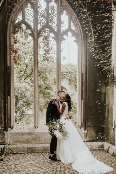 Romantic wedding pictures at St Dunstans in the East