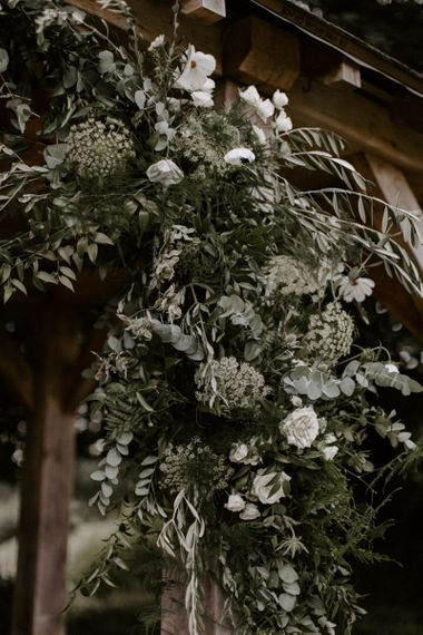 Wedding Flowers and Foliage Decor