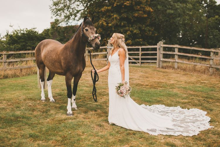 Spencer the horse makes an appearance at couples wedding