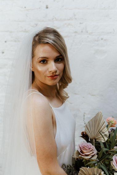 带露水的新娘化妆