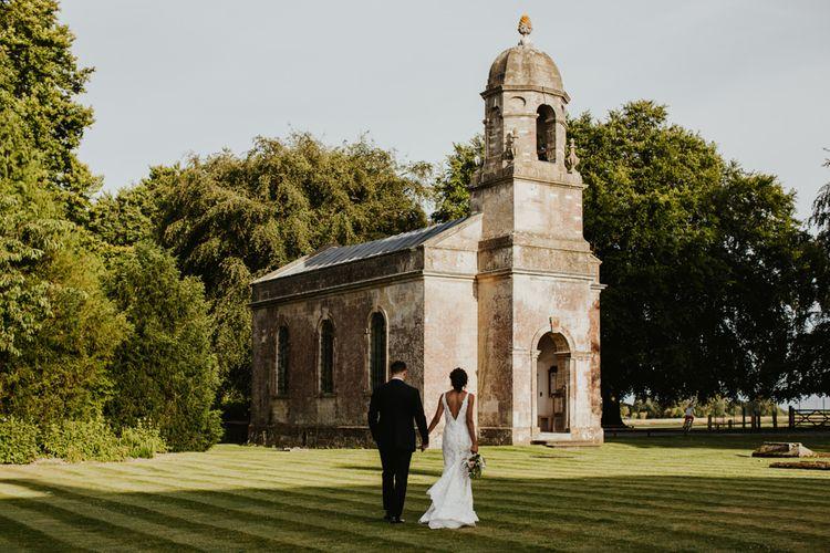 新娘和新郎画象在Babington房子婚礼地点