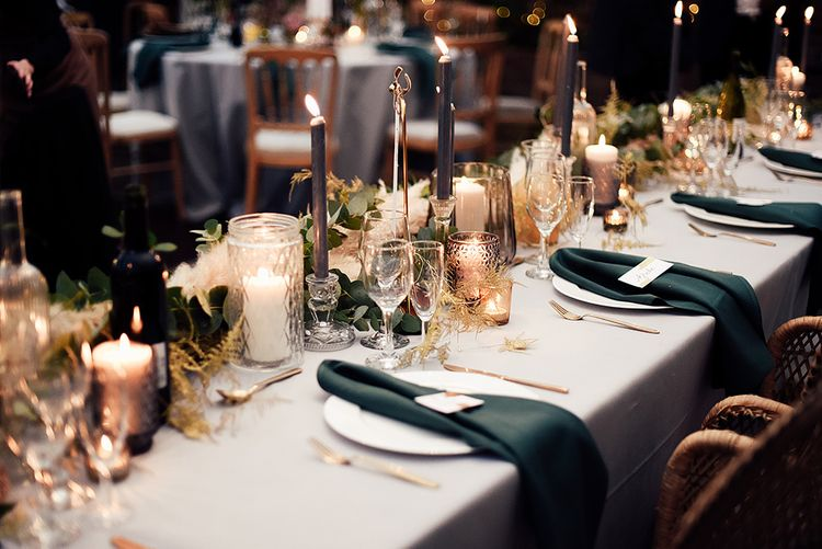 Place Settings with Emerald Green Table Napkins