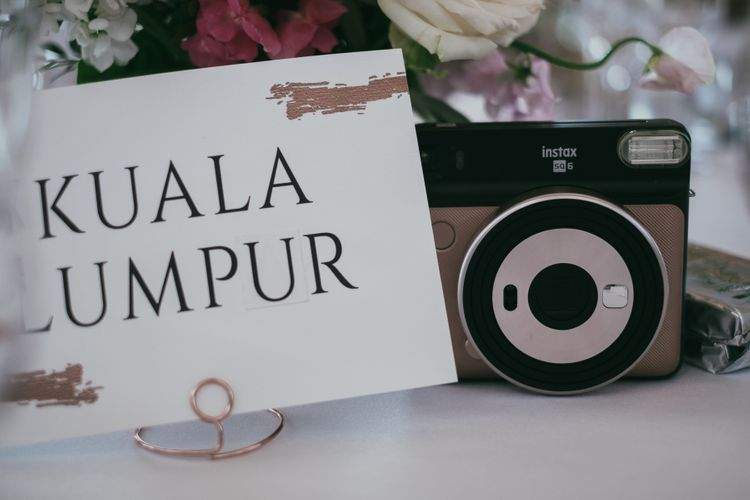 Name Place Cards with Gold Foil Decor