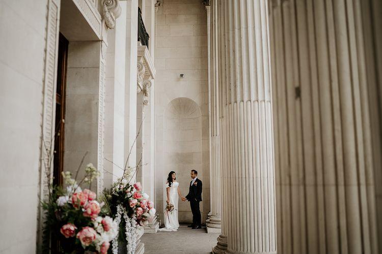 由Elena Popa摄影的新娘和新郎肖像在老Marylebone市政厅188金宝博亚洲