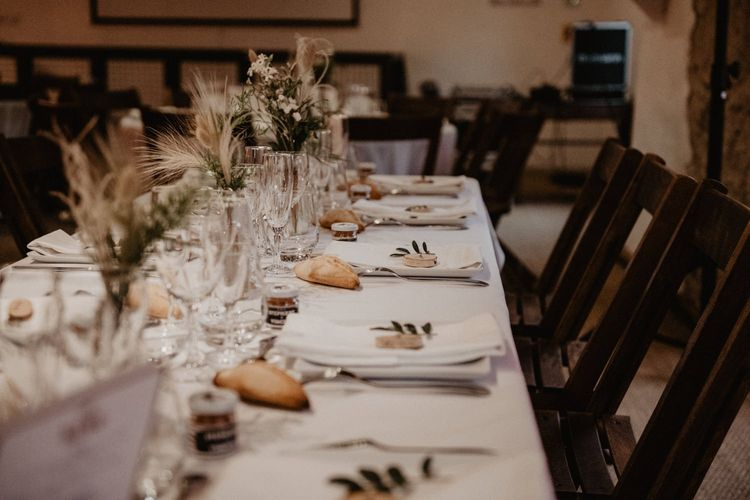 Wedding table decor with dried flowers
