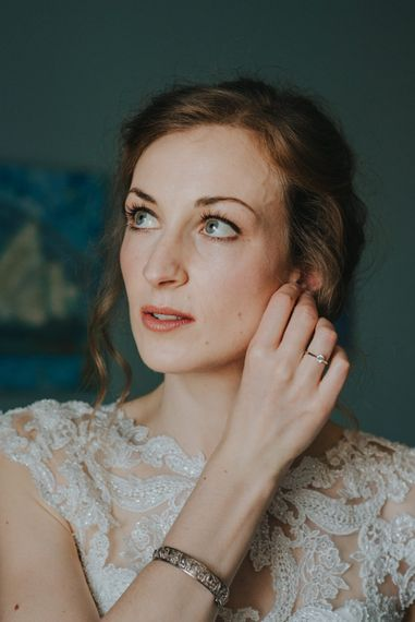 Bride Wears Natural Bronze Colour Makeup // Images by Remain In Light