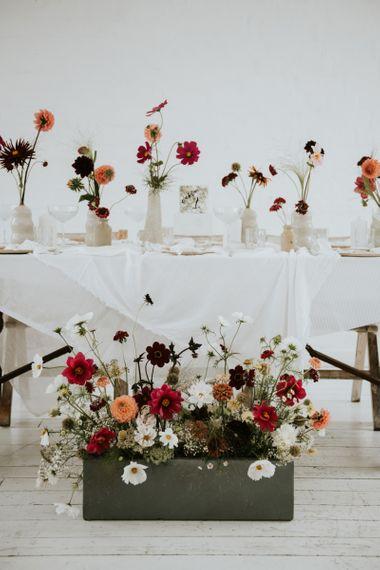Seasonal wedding flowers for minimalist wedding