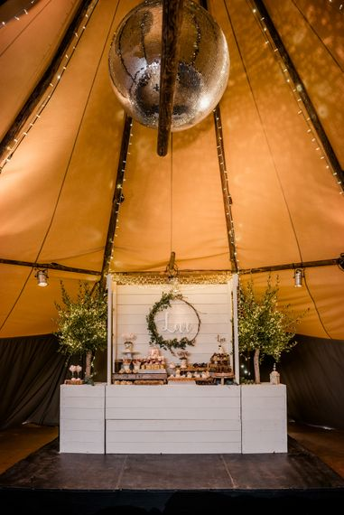 Teepee Tent Wedding With Romantic Meadow Inspired Styling // PapaKata Spring Open Day // Images By Dominic Wright // Styling By Natalie Hewitt