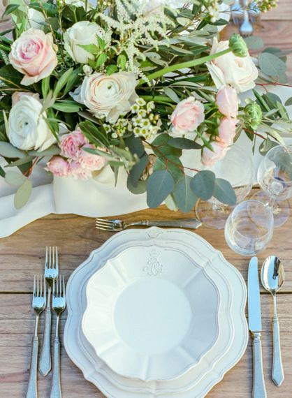 Place Setting with Pink, White and Green Wedding Flower Centrepiece