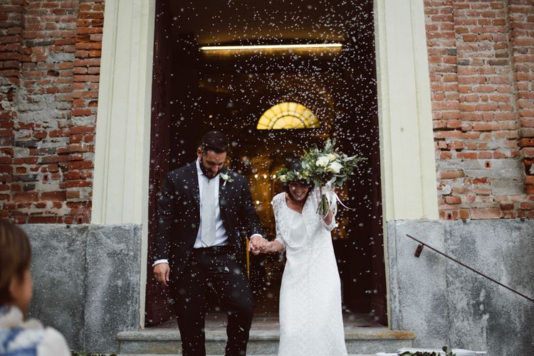 Confetti Moment | Bride in Laure De Sagazan Gown | Groom in Black Suit | Green & White Bohemian Wedding in the Rain at Castello di San Sebastiano da Po, Italy | Margherita Calati Photography | Second Shooter Carlo Vittorio