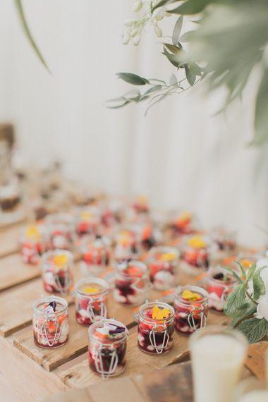 迷你婚礼甜点由柠檬风味餐饮