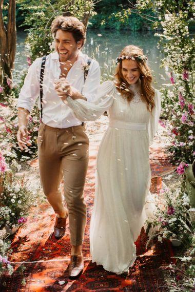 森林婚礼上的五彩纸屑